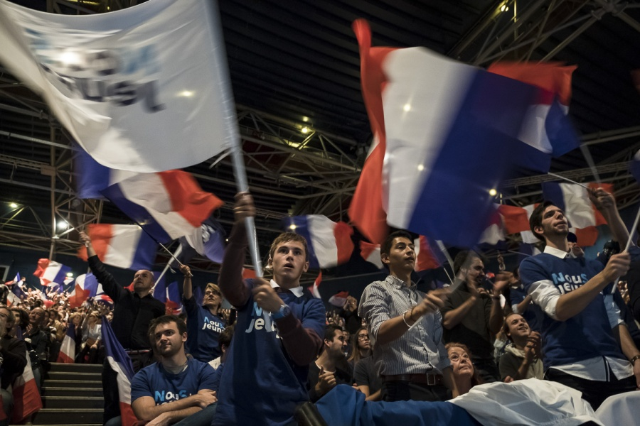 Jeunes supporters de Sarko a son meeting